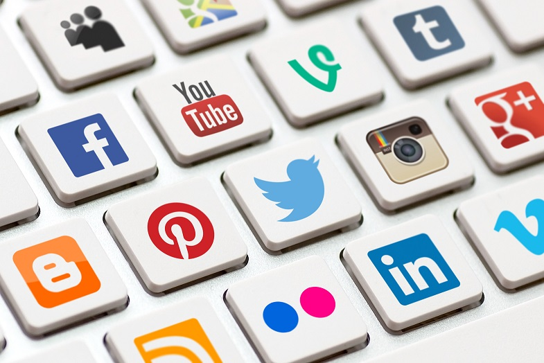 Interesting Facts About Social Media in Hindi